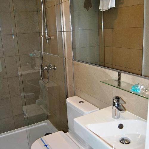 Baño Habitación Doble Superior Hostal San Lorenzo